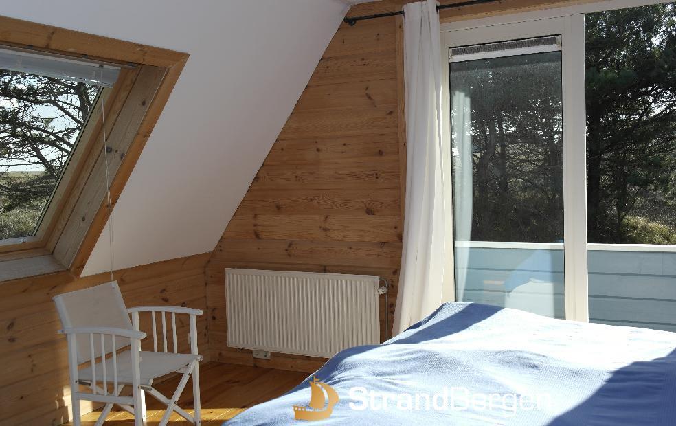 finnhouse sch ne villa in bergen aan zee natur holz. Black Bedroom Furniture Sets. Home Design Ideas